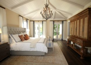 bed-bedroom-ceiling-chandelier-262048