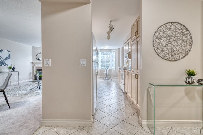 foyer view 110-990-Golf-Links-Road-8